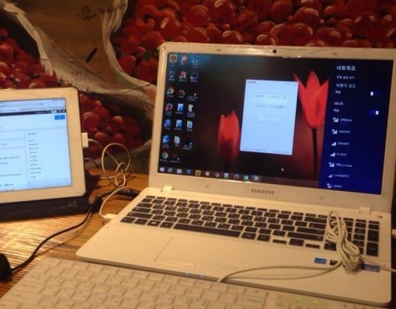 건대 카페베네에서 컴퓨터로 작업하는 사진